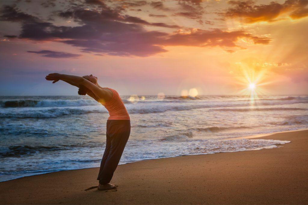 La Salutation au Soleil (Surya Namaskar) pour bien commencer la journée !
